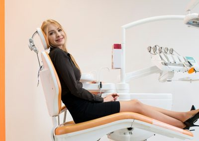 Centrum Stomatologiczne Demed Wola Pacjentka zadowolona z leczenia