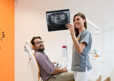 Centrum Stomatologiczne Demed Wola dr Marta Kowal z Pacjentem konsultacja stomatologia estetyczna