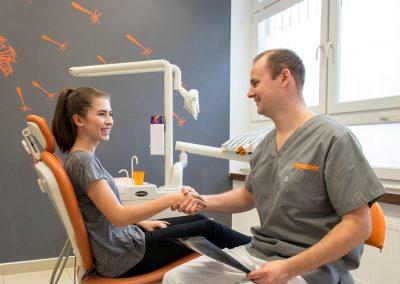 Centrum Stomatologiczne Demed Wola dr Michal Karpinski zgoda na plan leczenia